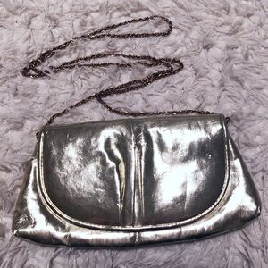 Chic gold vegan patent leather chain shoulder bag!